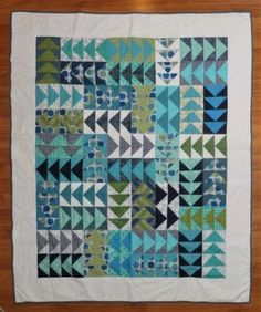 To Make Flying Geese Blocks – 4 at a Time How To Make Flying Geese Blocks – 4 at a Time – Darcy QuiltsHow To Make Flying Geese Blocks – 4 at a Time – Darcy Quilts Scrap Quilt Patterns, Beginner Quilt Patterns, Modern Quilt Patterns, Quilting Tutorials, Quilting Tips, Blue Quilts, Scrappy Quilts, Mini Quilts, Teal Quilt