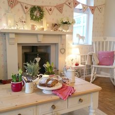 Shabby Chic Home Decor Cottage Shabby Chic, Shabby Chic Kitchen, Shabby Chic Homes, Shabby Chic Decor, Cottage Living Rooms, Cottage Homes, English Cottage Interiors, Estilo Shabby Chic, Cottage Christmas
