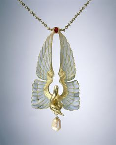 Philippe Wolfers, necklace with swan, 1901. Gold, ruby, enamel