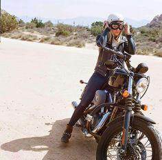 Ces photos fonctionnent bien sur Facebook, mais tout le monde ne l'utilise pas. Elles sont toujours aussi surprenantes, j'espère que ce chapitre consacré à la femme et de la moto vous plaira. http://www.facebook.com/chazsterhd
