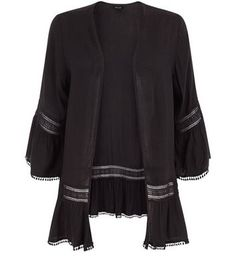 "Opt for a light cover up on summer day styles with this crochet trim flutter sleeve kimono in versatile black hues .- Crochet trim- Flutter sleeves- Open front- Casual fit that is true to size- Model is 5'8""/176cm and wears UK 10/EU 38/US 6"