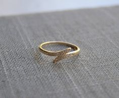 Ring with leaves, Milgrain Ring. Gold Ring Designs, Gold Bangles Design, Gold Earrings Designs, Jewelry Design, Gold Finger Rings, White Gold Rings, Delicate Rings, Simple Rings, Gold Rings Jewelry