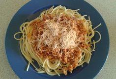 Bolognai mártás egyszerűen Bologna, Fish Recipes, Spaghetti, Dinner Recipes, Meat, Ethnic Recipes, Food, Hoods, Meals