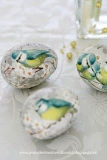 Decoupage eggs made from paper napkins....beautiful!