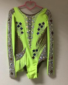 Gymnastics Suits, Rhythmic Gymnastics Leotards, Green Leotard, Show Jackets, Dance Costumes, Salsa Costumes, Western Shirts, Dance Outfits, Costume Design