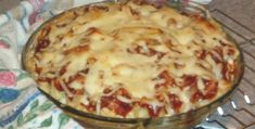 This hearty Italian dish makes a simple spaghetti dinner without meat. Use homemade marinara sauce or a good bottled kind for an easy dinner. Add some garlic bread and a salad and you're all set. This recipe is from Good Housekeeping. Baked Spaghetti Pie, Spaghetti Pie Recipes, Spaghetti Dinner, Cheese Spaghetti, Pasta Pie, Ricotta Pasta, Italian Dishes, Italian Recipes, Homemade Marinara
