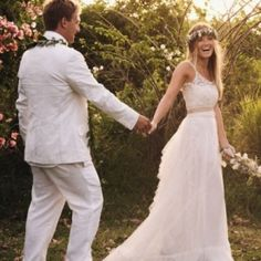 A garden wedding with a hint of glam and a whole lot of soul - I think that sums up this Maui beauty from Ashley Camper quite nicely. Of course, I could never _really_ do this wedding justice - the. Chic Wedding, Wedding Styles, Our Wedding, Garden Wedding, Wedding Stuff, July 4th Wedding, Hawaii Wedding, Maui Weddings, Destination Weddings