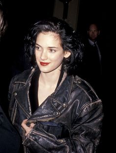 She's a good actor and made a great comeback in the movie industry. She's also very pretty. Winona Ryder 90s, Winona Ryder Style, Johnny And Winona, 90s Grunge Hair, Winona Forever, 90s Fashion, Pretty People, Style Icons, 80s Style