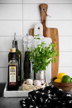 Scandinavian kitchen, marble tray … - Home Decor Kitchen Tray, Diy Kitchen, Kitchen Interior, Kitchen Dining, Kitchen Decor, Kitchen Storage, Copper Kitchen, Kitchen Ideas, Kitchen Gadgets