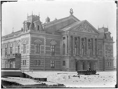 Het Concertgebouw in de Baerlestraat , gebouwd in 1883-1886 naar een ontwerp van A.L. van Gendt. Amsterdam 1891. Foto: Jacob Olie