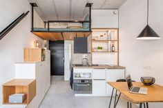Space-savvy student apartment design with loft bed - Decoist Small Apartment Bedrooms, Apartment Kitchen, Small Apartments, Kitchen Interior, Small Spaces, Camper Kitchen, Studio Apartments, Work Spaces, Student Apartment