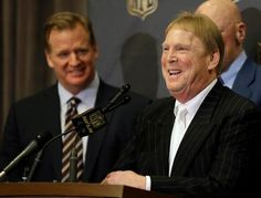 Raiders to Las Vegas: Finding 9 votes against relocation proves difficult Moving To Las Vegas, Las Vegas Real Estate, Blue Streaks, Thing 1, Sports Betting, Oakland Raiders, Sports News, Nfl, Mark Davis