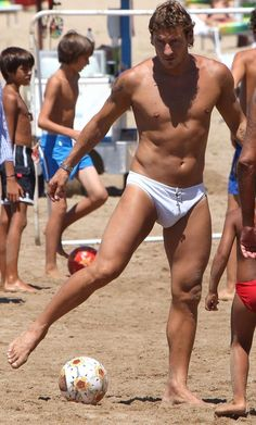 Rugby Players, Football Players, Totti Roma, Male Physique, Beautiful Men, Hot Guys, Athlete, Soccer, Boys