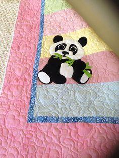 Panda-Quilt für Grace More - Quilt Baby, Cot Quilt, Quilting Projects, Quilting Designs, Panda Quilt, Cat Quilt Patterns, Crochet Panda, Toddler Quilt, Animal Quilts