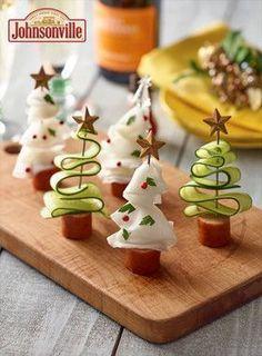 Johnsonville Pinchos Christmas tree - Essen - Appetizers for party Christmas Appetizers, Christmas Desserts, Christmas Treats, Fruit Decorations, Food Decoration, Christmas Party Food, Xmas Food, Food Art For Kids, Food Platters