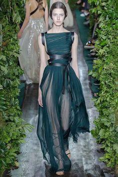 Valentino, Haute Couture Paris, Herbst-/Wintermode 2014 - Another! Valentino Couture, Haute Couture Paris, Haute Couture Fashion, Valentino Dress, Haute Couture Dresses, Runway Fashion, Fashion Show, Fashion Design, Women's Fashion