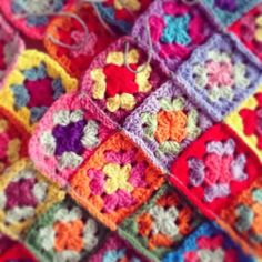 Vintage Sheet Addict: Crochet Comfort......