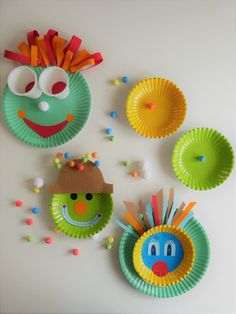Easypeasy DIY: making colorful clown faces out of paper plates. Crafts with children Easypeasy DIY: making colorful clown faces out of paper plates. Crafts with children … – Clown Crafts, Carnival Crafts, Fall Crafts, Christmas Crafts, Christmas Ornaments, Preschool Crafts, Crafts For Kids, Parrot Craft, Crafts To Sell