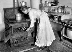 Woman Baking Muffins Old Stove Vintage Reprint Old Photo Vintage Pictures, Old Pictures, Old Photos, Old Kitchen, Vintage Kitchen, Kitchen Tools, Victorian Kitchen, Primitive Kitchen, Vintage Farm