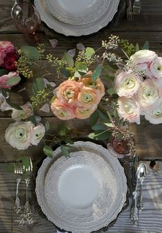 Not sure if you have noticed...but I am mildly obsessed with table settings outdoors.   Especially when they have a splash of sunset light that dances across the table.But only mildly obsessed.CLICK H