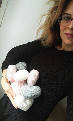 Dzień dobry😀  Kłaniam się Wam 😉 Kiedy się urlopowałam powstawała #serduszkowagirlanda.  Jednak czas nadrobić zaległości.  #power jest, więc do pracy 😀 #motkisplotki #handmade #crochetlover #crochetsddict #heartcrochet #heart3d #szydelko #szydełkowanie #rękodzieło #robótkiręczne #crochetdecor #decor #decoration #kidsdecoration  #kidsroom #mylove #loveit #perfectday #happyday #addict #artist #myworldmylove