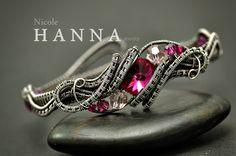Fuchsia Bangle | JewelryLessons.com