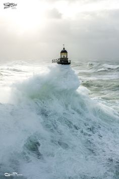 #Lighthouse in a #storm at #sea http://issuu.com/breizhscapes/docs/breizhscapes_mag_7
