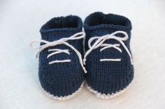 Zapatitos Knitted Booties, Knitted Slippers, Baby Booties, Knitting For Kids, Baby Knitting Patterns, Free Knitting, All Free Crochet, Knit Crochet, Crochet Baby Shoes