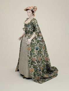 Wedding dress worn by Mary Beck at her marriage to Nathaniel Carter, 1742 England, worn in United States, Museum of Fine Arts Boston
