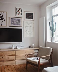 Leaving this cozy place + my comfort zone now to get on my way to Groningen, Netherlands. Have a nice wednesday! Handmade Wood Furniture, Scandi Style, Cozy Place, Humble Abode, Comfort Zone, Home Living Room, My Dream Home, Sweet Home, Gallery Wall