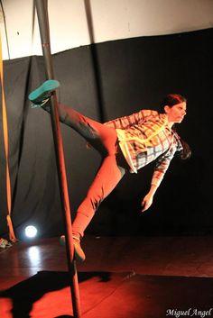 Duo Rarantza - Foto: Miguel Angel - Cabaret La Pertiga - Iki Circus - Mástil - Chinese Pole - Mat Chinois - Aranzazu Alonso.jpg (Imagen JPEG, 480 × 719 píxeles) - Escalado (64 %)