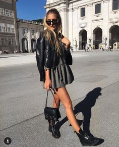 casual date ideas Style Outfits, Mode Outfits, Trendy Outfits, Fashion Outfits, Womens Fashion, Black Outfits, Vest Outfits, Skirt Outfits, Look Fashion