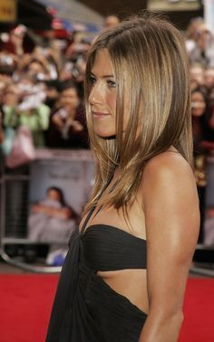Jennifer Aniston Photos Photos - (UK TABLOID NEWSPAPERS OUT) Actress Jennifer Aniston arrives at the UK Premiere of 'The Break-Up' at Vue West End, Leicester Square on June 14, 2006 in London, England. - 'The Break Up' UK Premiere - Arrivals