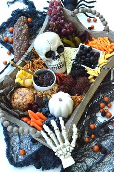 The Ultimate Halloween Charcuterie Board - create a haunting Halloween charcuterie board filled with gnarly snacks to make your spooky celebration great! Halloween Snacks, Halloween Dinner, Diy Halloween, Halloween Buffet, Haunted Halloween, Gothic Halloween, Halloween Horror, Halloween Makeup, Charcuterie Recipes