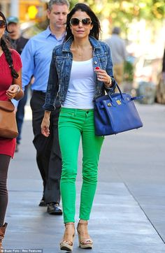 Splash of colour: Bryn doesnt get her love of colourful outfits from a stranger as mum Bethenny also freshened up her look with bright green skinny jeans Green Skinnies, Green Skinny Jeans, Fashion Pants, Fashion Outfits, Womens Fashion, Fashion Scarves, Fashion Fashion, Style Désinvolte Chic, My Style