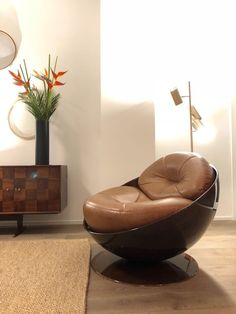 Esfera armchair designed by Ricardo Fasanello. Available at ESPASSO. Midcentury modern and contemporary Brazilian design,