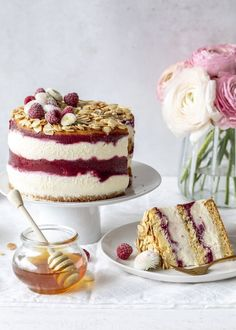 Advertising - Raspberry honey tarts recipe à la bee sting bake .- Werbung – Himbeer Honig Torten Rezept á la Bienenstich backen Ostern Osterbrunc… Advertising – Raspberry honey tarts Recipe à la bee bake Easter Easter brunch Vanilla pudding - Healthy Cake Recipes, Tart Recipes, Russian Honey Cake, No Bake Blueberry Cheesecake, Baking With Honey, Sweets Cake, Great Desserts, Food Cakes, Easter Recipes