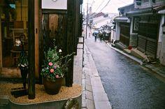 いつでも、やり直しはできるのです。そこに、あなたを一番笑顔にできるものあれば。それが、大切ということ。  #japan  #nara  #naramachi  #taisetsu  #anata  #aozora  #film  #filmcamera  #Rollei35LED