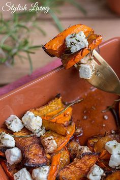Oven pumpkin with feta, honey & herbs Stylish living - Eat Good French Vegetarian Recipes, Sweet Potato Recipes Healthy, Veggie Recipes, Mexican Food Recipes, Healthy Breakfast Wraps, Slow Food, Everyday Food, Pumpkin Recipes, Food Inspiration