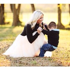 mommy and me moment, cute photoshoot moment, pretty tulle skirt, inspiration, family time
