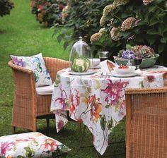 Tischdecke und passende Kissen, Blumenmotiv von Apelt, Artikel 4040