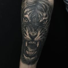 Healed :-) #edgarivanov #edgarivanovtattoo  #bishoprotary #inkeeze  #mithratattooneedles #tattoos #tattoo #inked #ink_ig #supportgoodtattooers #blackandgreytattoo #tatted #bnginksociety #tiger #tigertattoo @oldlondonroadtattoos #tattoorevuemag #myworldofink #tattooistartmagazine #realistictattoo #inkedmag #uktattoo #tattooedbodyart