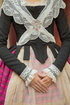 Victorian Era Dresses, Muslim Dress, Sleeve Designs, Couture Dresses, Vintage Beauty, Fashion History, Beautiful Outfits, My Style, Womens Fashion