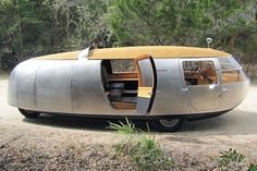 The Dymaxion car designed by Buckminster Fuller. Camper Caravan, Camper Trailers, Airstream, Step Van, Vintage Rv, Cool Campers, Futuristic Cars, Futuristic Vehicles, Weird Cars