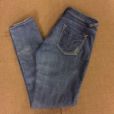 "Juniors VIGOSS Studio Destroyed Skinny Jeans Super stretchy and comfortable jeans. Waist and length are both 31"" Vigoss Jeans Skinny"