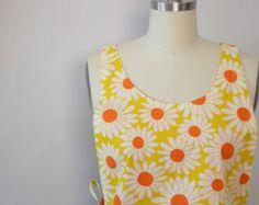retro daisy apron 1960's mod kitsch  by xhereliesbootsx on etsy