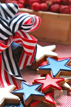 Fourth of July Cookie Favors. Pin now read later to plan perfect Independence Day picnic. 4th Of July Celebration, 4th Of July Party, Fourth Of July, 4th Of July Wreath, Star Cookies, Baby Cookies, Valentine Cookies, Birthday Cookies, Christmas Cookies