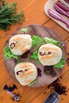 Mummie hamburger: fai rabbrividire e divertire grandi e piccini! [Mummy hamburger] Baby Food Recipes, Dessert Recipes, Desserts, Halloween 2018, Halloween Foods, Halloween Ideas, Halloween Party Appetizers, Pizza Sandwich, Wonderful Recipe