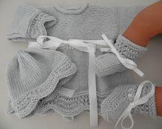 Tricot fait main laine bébé brassière, bonnet, chaussons