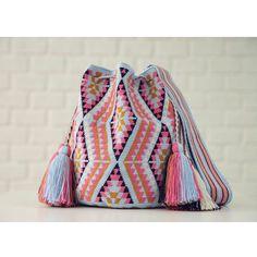 Marvelous Crochet A Shell Stitch Purse Bag Ideas. Wonderful Crochet A Shell Stitch Purse Bag Ideas. Crochet Handbags, Crochet Purses, Crochet Bags, My Bags, Purses And Bags, Crochet Shell Stitch, Tapestry Crochet, Purse Patterns, Supernatural